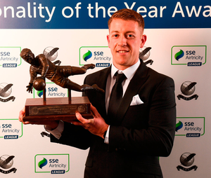 Shane Supple with his Goalkeeper of the Year award at the SWAI/Airtricity awards. Photo: Stephen McCarthy/Sportsfile