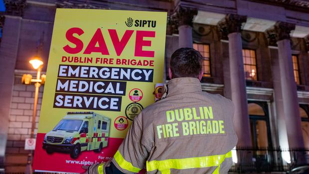 Willie Bermingham, Fire Fighter Paramedic, Tallaght protesting outside City Hall in Dublin. Photo: Arthur Carron