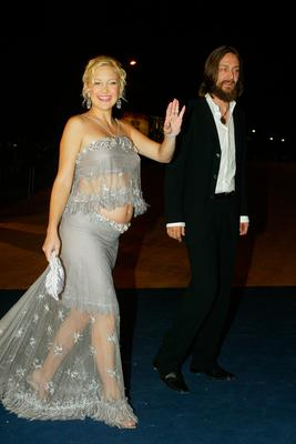 "Actress Kate Hudson and Chris Robinson arrive at the screening of the James Ivory film ""Le Divorce"" at the 60th Venice Film Festival August 31, 2003 in Venice, Italy.  (Photo by Pascal Le Segretain/Getty Images)"