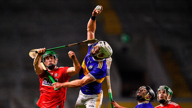 Padraic Maher of Tipperary wins a high ball over Seamus Harnedy of Cork. Photo by Eóin Noonan/Sportsfile