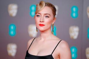 US-Irish actress Saoirse Ronan poses on the red carpet upon arrival at the BAFTA British Academy Film Awards at the Royal Albert Hall in London on February 2, 2020. (Photo by Tolga AKMEN / AFP)