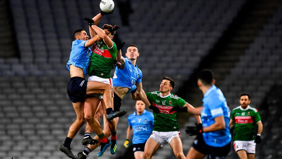 Aidan O'Shea of Mayo in action against Brian Fenton of Dublin as the referee Paul Faloon throws in the ball to start the GAA Football All-Ireland Senior Championship Final at Croke Park. Photo by Ray McManus/Sportsfile