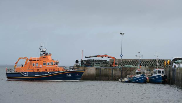 The Ballyglass lifeboat changing crew to continue the search for a Coast Guard Helicopter Missing at Blacksod Pier, Belmullet, Co. Mayo. Photo : Keith Heneghan / Phocus