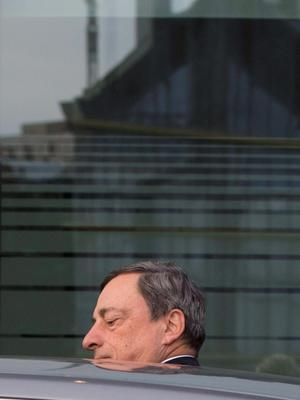 European Central Bank President Mario Draghi leaves a Eurozone finance ministers emergency meeting in Brussels, Belgium June 24, 2015. Greek Prime Minister Alexis Tsipras wrestled with creditors demanding changes to his proposed tax and reform plans on Wednesday in a last-minute race to clinch a deal to which euro zone finance ministers could agree.  REUTERS/Yves Herman