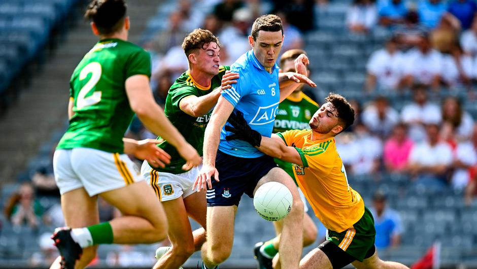 18 July 2021; Brian Fenton of Dublin is tackled by Meath goalkeeper Harry Hogan during the Leinster GAA Senior Football Championship Semi-Final match between Dublin and Meath at Croke Park in Dublin. Photo by Eóin Noonan/Sportsfile