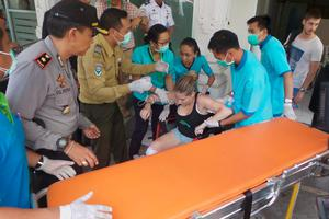 Hospital workers assist a foreign tourist who was injured from an explosion on a ferry boat traveling from the island of Bali to Lombok, at Penta Medika Hospital, Karangasem, Bali, Indonesian September 15, 2016 in this photo taken by Antara Foto
