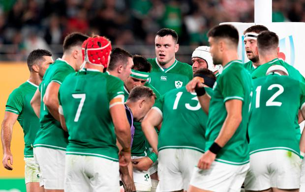 James Ryan of Ireland, centre, in a team huddle during the 2019 Rugby World Cup Quarter-Final match between New Zealand and Ireland at the Tokyo Stadium in Chofu, Japan. Photo by Juan Gasparini/Sportsfile