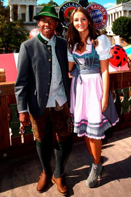 David Alaba of FC Bayern Munich poses with his girlfriend Katja Butylina during a visit at the Oktoberfest in Munich, Germany, September 30, 2015. REUTERS/Alexander Hassenstein/Pool