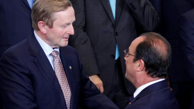 Taoiseach Enda Kenny speaks with French President Francois Hollande at the EU-CELAC summit in Brussels yesterday. Photo: AP