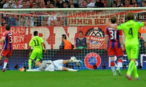 Barcelona's Neymar scores his side's first goal at the Allianz Arena during the Champions League semi-final second-leg