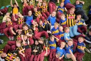 Students from Poulacapple National School in Kilkenny with teachers AnnMarie Lacey (right Kilkenny jersey) and Margaret Molly (left Tipperary jersey)