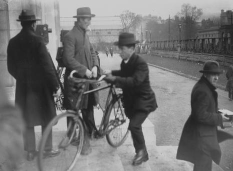 Republican politician and activist Cathal Brugha arriving by bicycle at Dail Eireann in December 1921. Photo: Getty Images