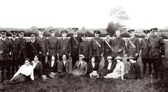 A group of Limerick volunteers and members of Cumann na mBan photographed in 1915