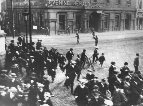 British officers opening fire at protestors during the riots following the Easter Rising
