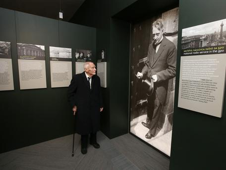 Former Taoiseach Liam Cosgrave looks at a picture of his father, WT Cosgrave, who presided over the reopening of the refurbished GPO in 1929. Photo: Damien Eagers