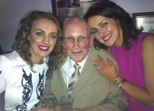 Community farewell: The final family photo of Willie Gallagher with daughters Bríd (left) and Sarah.