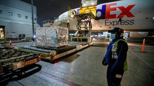 FedEx employees unload a shipment of the Moderna vaccine from Europe in Toronto, Canada. The EU has exported 40 million vaccine doses in the past two months. Photo: Carlos Osorio/Reuters