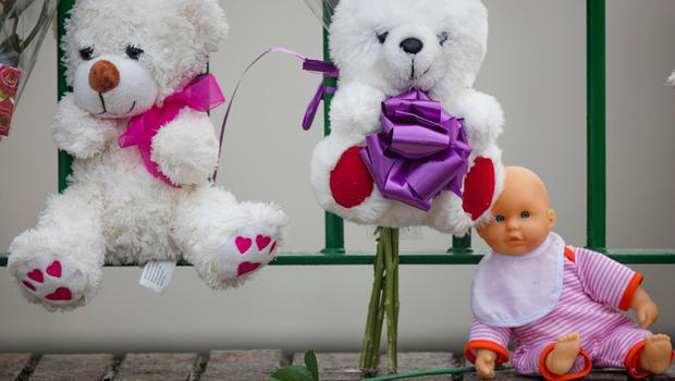 Local residents left teddy bears and flowers as tribute to the victims of the fire in Clondalkin. Photo: Arthur Carron