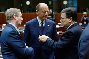 (L-R) Ireland's Prime Minister Enda Kenny and Italy's Prime Minister Enrico Letta listen to European Commission President Jose Manuel Barroso during a European Union leaders summit in Brussels May 22, 2013. EU leaders met in Brussels on Wednesday with growing concern in European capitals about aggressive tax avoidance by high-profile corporations expected to top their agenda. REUTERS/Francois Lenoir (BELGIUM  - Tags: POLITICS BUSINESS)