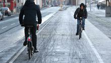 Cyclists brave the frost in Dublin city