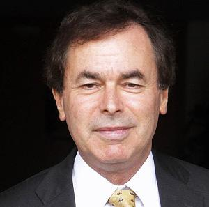 Justice Minister Alan Shatter will publish a report into the alleged wiping of penalty points for high-profile figures