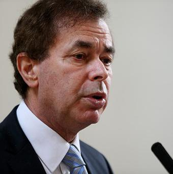 Defence Minister Alan Shatter apologised to ex-soldiers dismissed en masse from the Irish Army during the Second World War