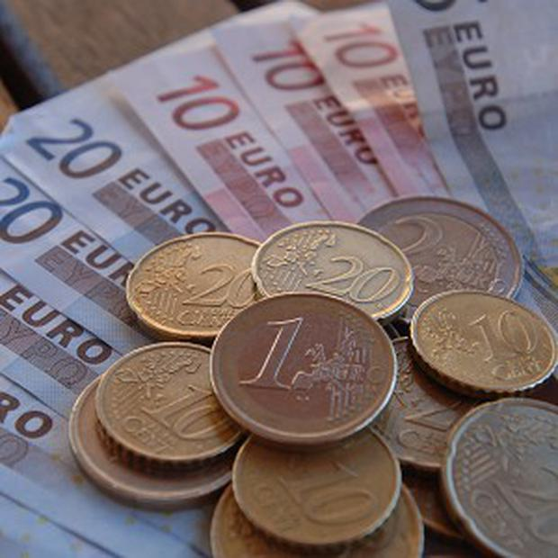 The euro is poised for its biggest quarterly advance since December 2008