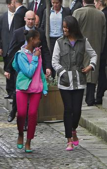 Obama girls Sasha (12) and Malia (14) leave Trinity College after learning about their Irish roots