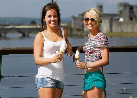 Twins Reah and Lisa Desmond cool down with an ice cream in Limerick City