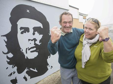 Chris and Gormlaith Williamson in front of a new mural of Che Guevara in Kilkee