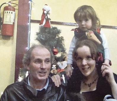 Martin McCarthy (50) with his American wife Rebecca (26) and their three-year-old daughter Clarissa. McCarthy drowned Clarissa and later himself, leaving virtually no major assets to his wife