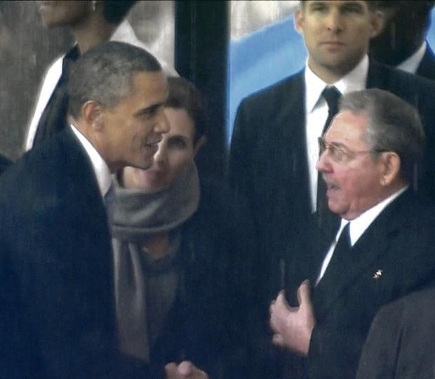 US president Barack Obama shakes hands with Cuban president Raul Castro