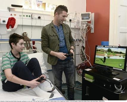 Robbie Keane plays a golf game on a Xbox with Niall O'Grady (15)