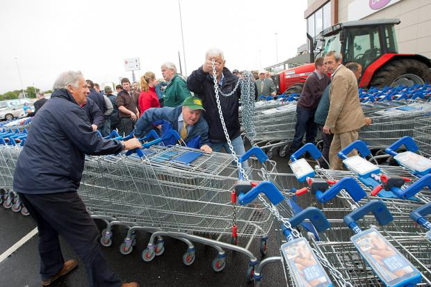 IFA beef farmers protest outside a supermarket over prices