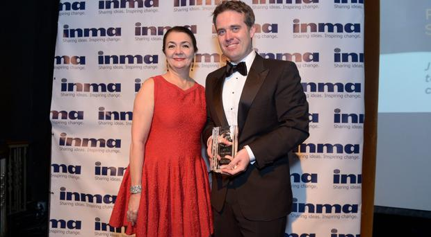 Yasmin Namini, the president of the International News Media Association, presents INM marketing director Geoff Lyons with his trophy for the Irish Independent's provincial rugby supplements at a ceremony in New York.