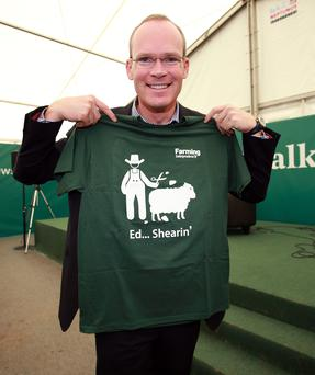 Simon Coveney with one of the Farming Independent's 'Ed Shearin' T-Shirts. Photo: Frank McGrath