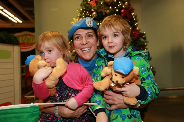 Lt Clodagh McConnell from Clontarf with her nephew and niece Feargal (5) and Aisling (2) Browne and their UN teddy bears at Dublin Airport. Photo: Frank McGrath