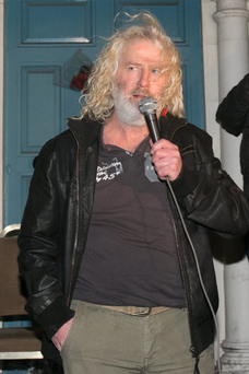 Mick Wallace addresses an anti-war protest at the Dáil last night