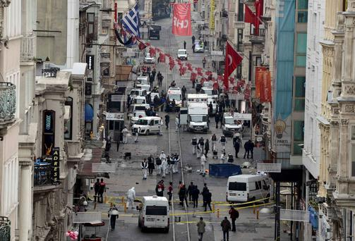 Police forensic experts inspect the area after a suicide bombing in a major shopping and tourist district in central Istanbu'. Photo: Reuters