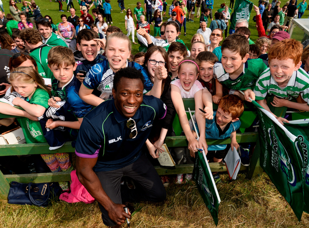 Niyi Adeolokun with fans during the homecoming Photo: Diarmuid Greene / SPORTSFILE