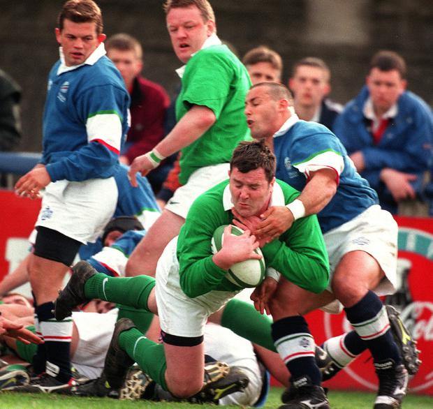Anthony Foley scores a try against Italy in 1999