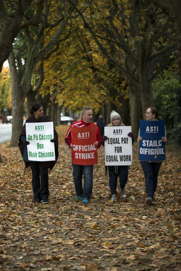 Dominican College staff picketing on Griffith avenue this morning. Photo: Mark Condren