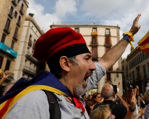 Protesters in Sant Jaume square, Barcelona demanding the freedom of the leaders of Catalan separatist organisations who were jailed by Spain's High Court. Photo: Reuters