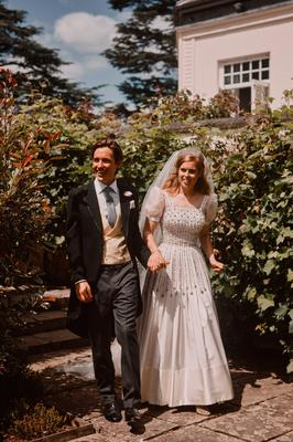 Princess Beatrice and Edoardo Mapelli Mozzi  in the grounds of the Royal Lodge, after their wedding. Photo: Benjamin Wheeler