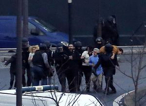 Members of the French police special forces evacuate the hostages after launching the assault at a kosher grocery store in Porte de Vincennes, eastern Paris, on January 9. AFP/Getty Images