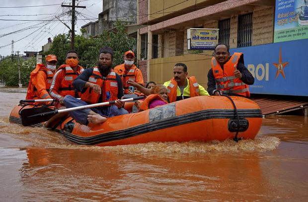 Members of National Disaster Response Force (NDRF) evacuate people from a flooded area to safer places in Kolhapur in the western state of Maharashtra, India REUTERS/Abhijeet Gurjar