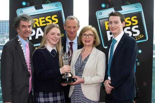Ciara McArdle from Pobalscoil Na Trinoide, Yoghal, Cork, receiving the overall award of the NNI Press Pass Awards 2014 from Minister Jan O'Sullivan. Also included from left, Martin Sisk, President Irish League of Credit Unions, Vincent Crowley, Chairman NNI and Kevin Doyle, News Editor of the Irish Independent.