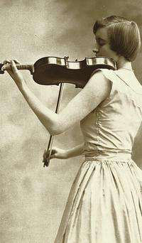 Heiress Huguette Clark playing the Stradivarius
