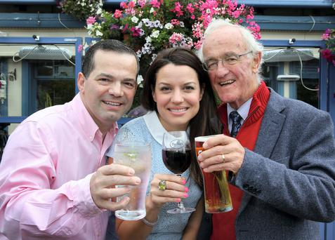 Caroline Morahan pictured with John Healy and Actor Frank Kelly, pictured at the Bath Pub on Bath Avenue, for the launch of the Irish Heart Foundation 'Say When Sooner campaign' to alcolol to help prevent heart or stroke problems .