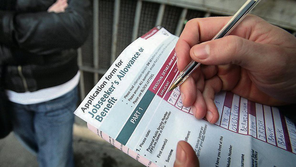 Photo of Pandemic pay claims fall by 67,300 as those on supports face big tax bill at end of year | Independent.ie